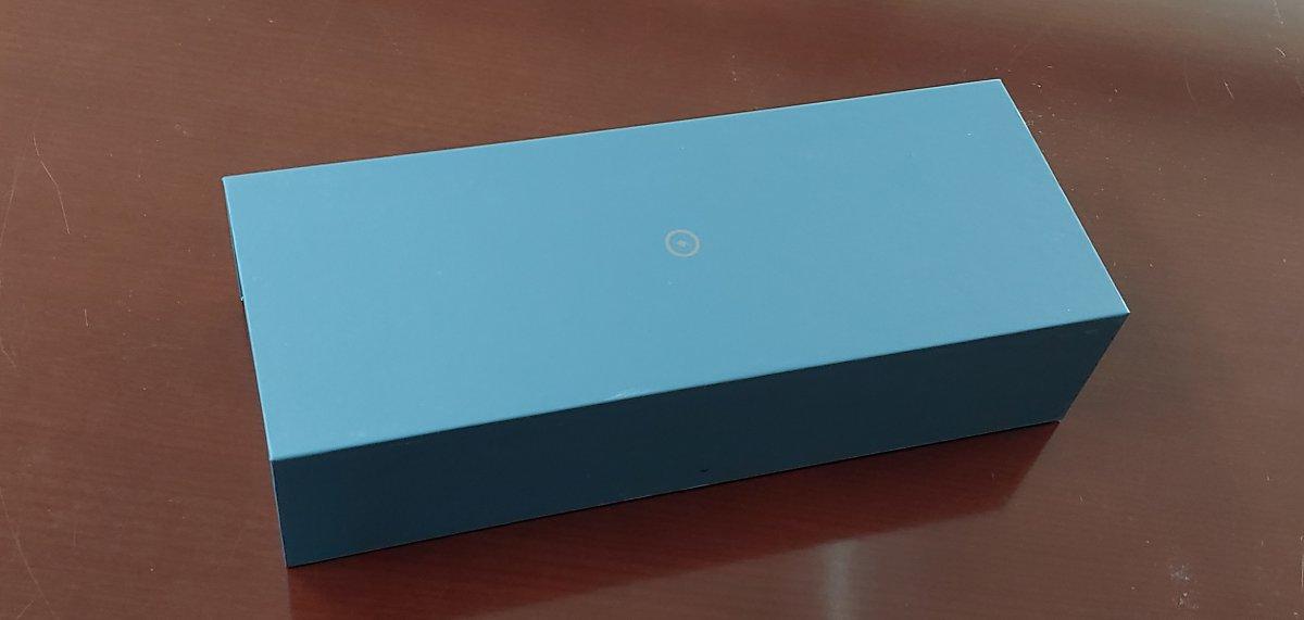 '젠북 프로 듀오'는 본체와 전원어댑터를 각각 담은 박스 두 개로 구성돼 있다.