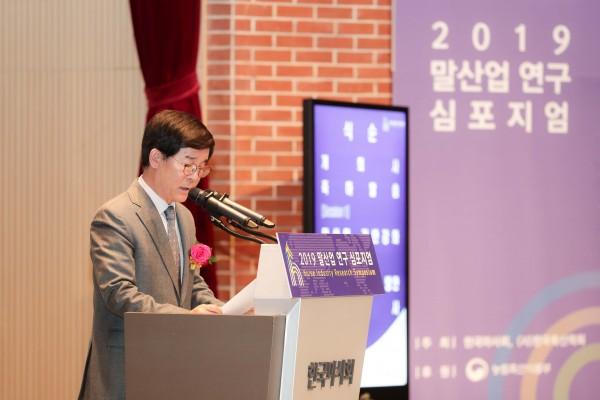 말산업 연구 심포지엄. 개최를 알리는 한국마사회 김낙순 회장