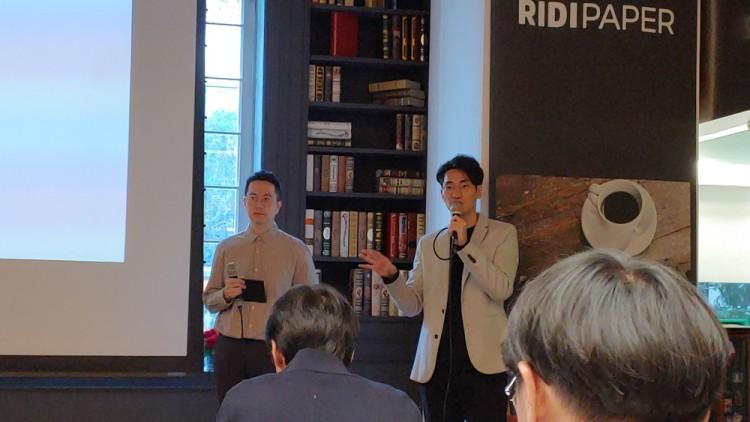김도훈 리디 페이퍼개발팀 팀장(왼쪽)과 홍진형 리디 페이퍼사업팀 팀장이 기자들 질문에 답하고 있다.
