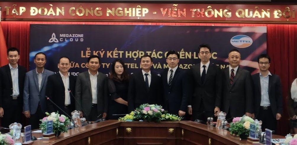 베트남 하노이 비엣텔 그룹 본사에서 이주완 메가존 클라우드 대표, 따오 득 탕(Tào Đức Thắng) 비엣텔 그룹 부사장과 관계자들이 전략적 업무협약을 체결했다. 사진제공=메가존 클라우드