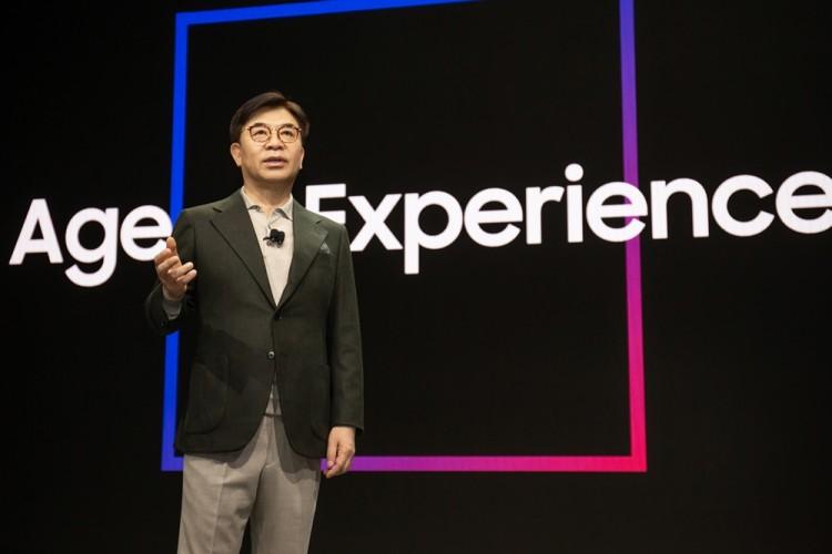 김현석 삼성전자 대표가 CES 2020 기조연설을 통해 '경험의 시대' 를 주도할 삼성전자의 최신 기술과 제품을 설명하고 있다. [사진=삼성전자]