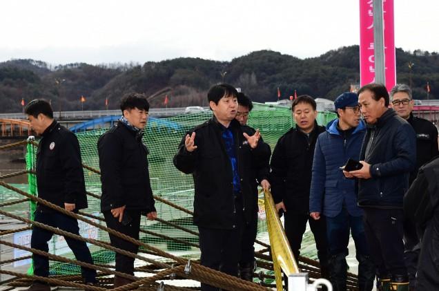 11일로 연기됐던 화천산천어축제가 최근 겨울폭우에 또 다시 연기됐다.(사진 : 뉴스1)