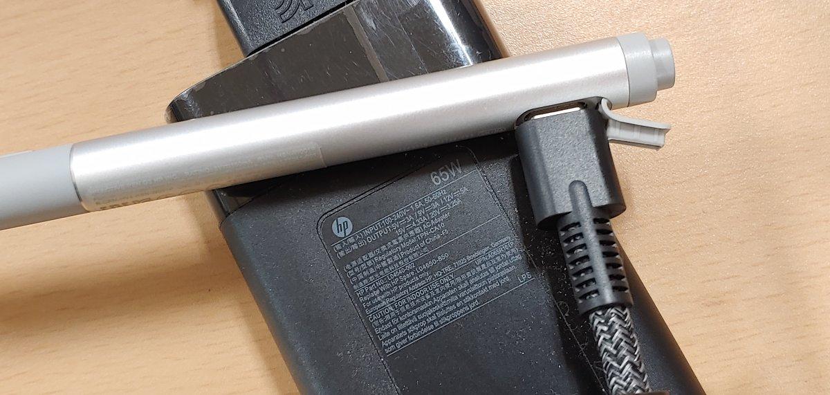 기왕이면 어댑터에 USB 단자를 몇 개 더 추가로 넣어달라고 했으면 HP 개발자에게 욕 먹었을라나?
