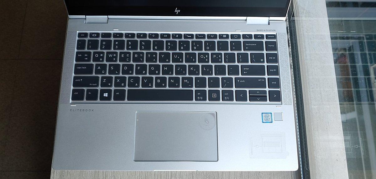 HP 엘리트북 x360 1040 G6의 키보드는 협업을 위한 기능키들이 다수 배치돼 있다.