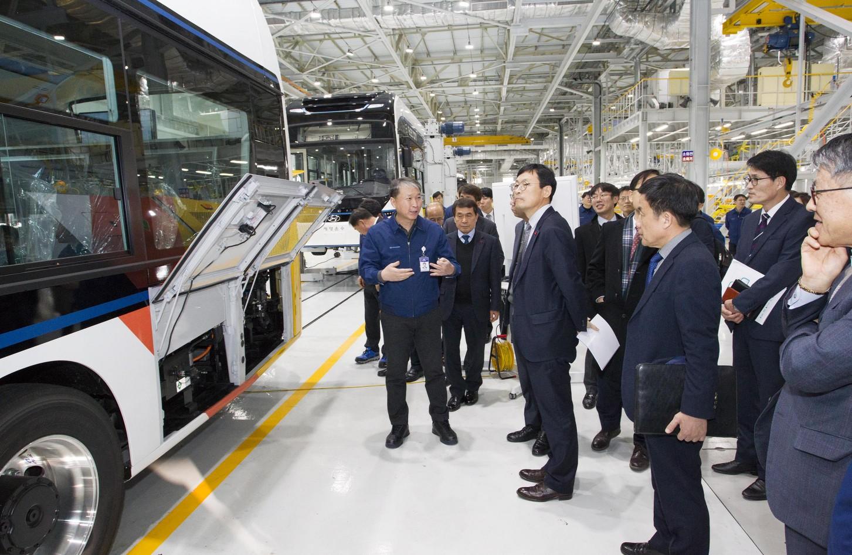 수소차 업계 간담회가 17일 전북 완주산업단지 현대차 상용차공장 본관에서 열렸다(사진 : 산업통상자원부 홈페이지)
