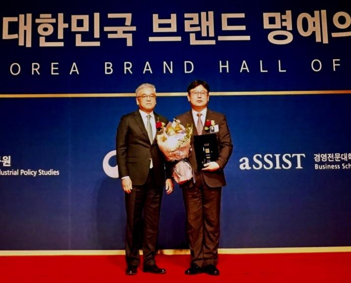 (좌) 김길선 심사위원장 (우) 정재호 한글과컴퓨터 연구개발 상무