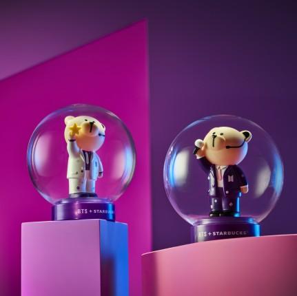오는 28일에 출시되는 방탄소년단과 컬래버레이션한 베어리스타 램프 2종 출처=스타벅스