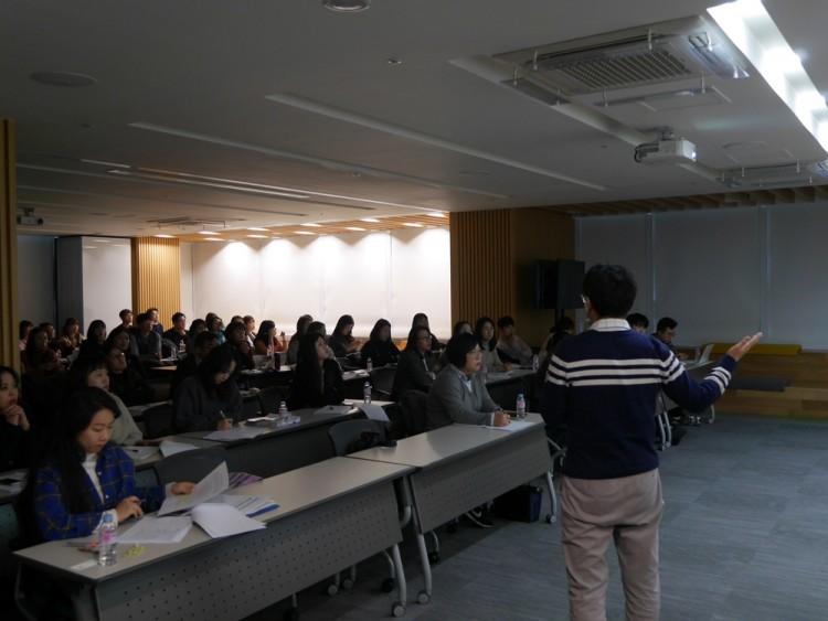 웹케시가 진행한 2019년 귀속 연말정산 프로그램 설명회에서 참석자들이 교육을 듣고 있다 [사진=웹케시]