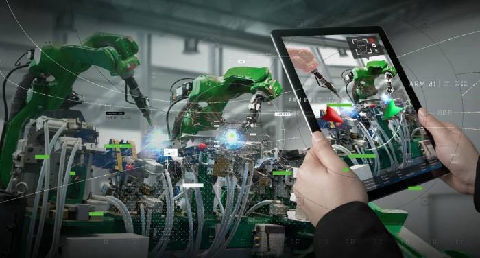 AR은 빠른 시간에 새로운 작업전환이 쉬워 생산성은 높이고 비용은 줄여준다.