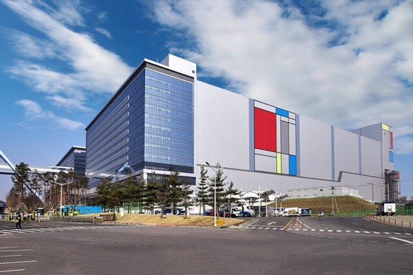 """Samsung Electronics' foundry plant """"V1"""" located within Samsung Electronics' Hwaseong Campus"""
