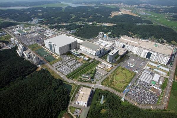 Panoramic view of LG Display's Paju plant