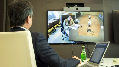 """최태원 SK그룹 회장이 24일 화상회의로 열린 수펙스추구협의회에 참석해 새로운 안전망(Safety Net) 구축의 필요성을 강조하고 특별 메시지를 전했다. 최태원 회장은 """"코로나19로 인한 어려움이 가중되는 것을"""