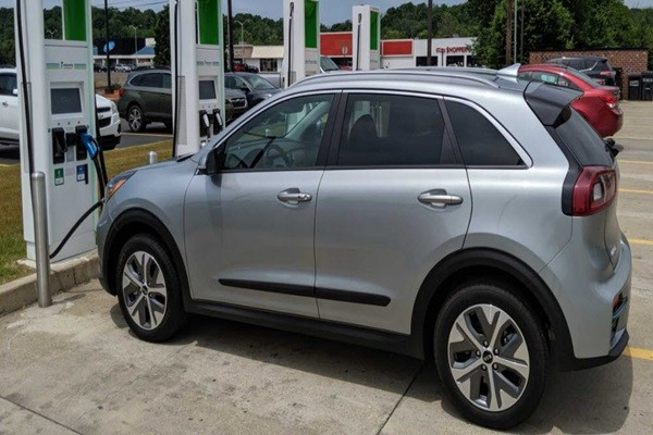 Kia Motors' Niro EV is using a charger of EA that is an American charging service provider of Volkswagen Group.