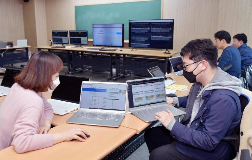 베스핀글로벌 EBS 온라인개학 대응 팀 상황실 근무 모습