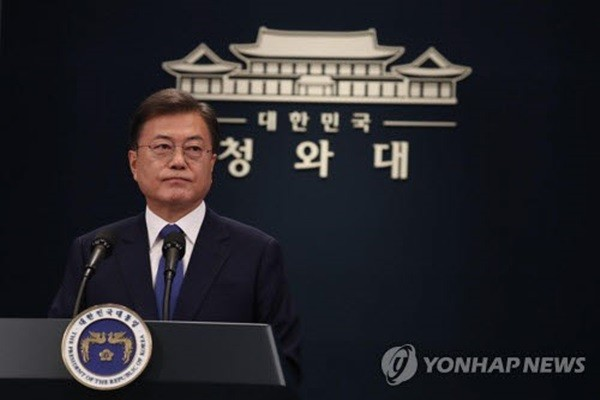 President Moon is taking questions from reporters after finishing a special speech at Chunchukawn on the 10th to celebrate his third year as the president of South Korea.