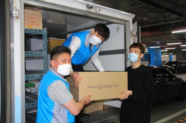 SPC그룹은 27일 질병관리본부 1339 콜센터 근무자들에게 빵과 생수 2000개를 지원했다.