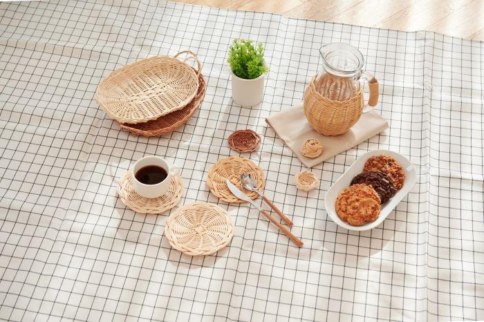 인테리어 소품 브랜드 므앙(MUANG)과 느루공방 소속 라탄 공예가 박희수씨가 함께 선보이는 홈카페 라탄공예품
