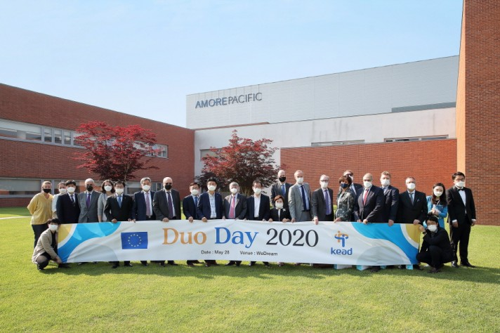 Duo Day 2020 참가자 단체 사진. 왼쪽에서 9번째 위드림 이정열 대표이사, 10번째 아모레퍼시픽 SCM부문 이동순 전무