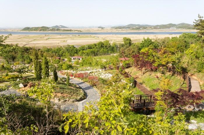 여유로운 산책을 즐기기 좋은 바다향기수목원