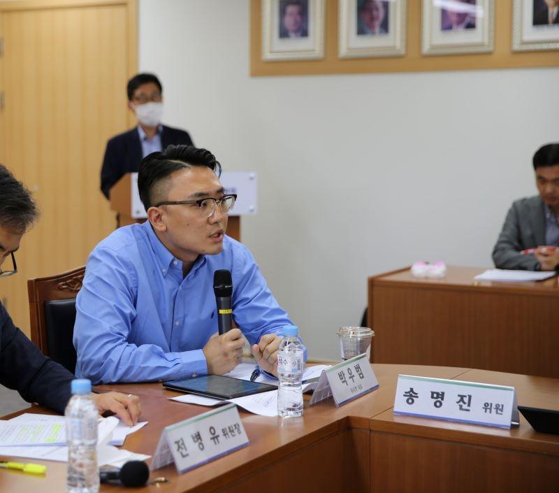 위시켓 박우범 대표가 IT·SW 개발 분야 플랫폼 경제 활성화와 노동 종사자 지원 방안에 관한 노사정 합의 간담회에 참석해 발언하고 있다.