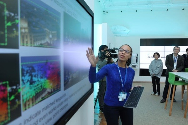 Director Naila Murray of Naver Labs Europe is explaining Naver's AI technology.  (Picture: Naver)