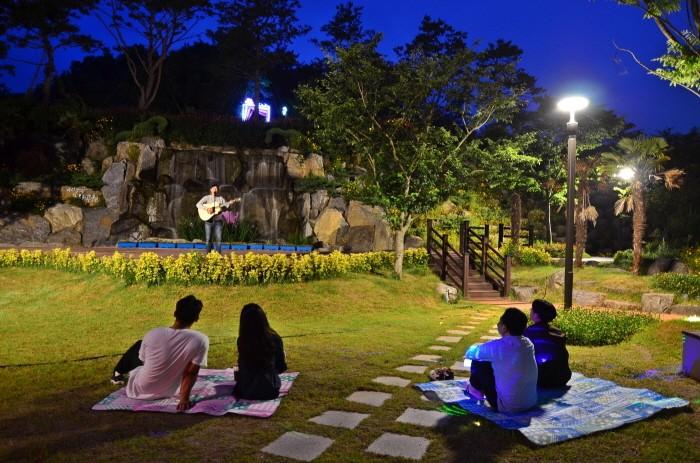 강진에서 즐기는 한여름 밤의 피크닉(제공:한국관광공사)