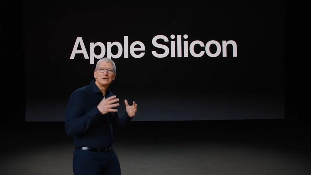 팀 쿡 애플 CEO가 맥북에 자사 프로세서 탑재 소식을 발표하고 있다. [사진=애플]