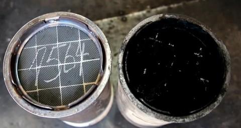 경유차 미세먼지를 80%까지 잡는 매연포집필터 DPF. 클리닝 후 DPF(왼쪽)와 오염된 DPF.