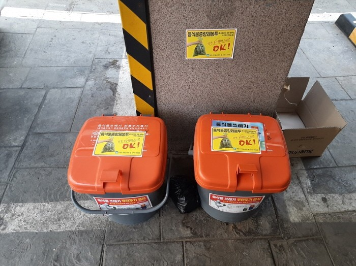경기도가 폐비닐로 음식물 종량제 봉투를 보관할 수 있는 보관용기를 만들어 보급한다(제공:경기도)
