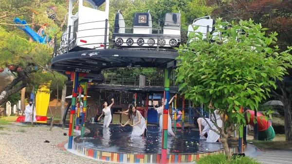 '오필리어의 세례식' 공연사진. 사진=댄스시어터샤하르 제공
