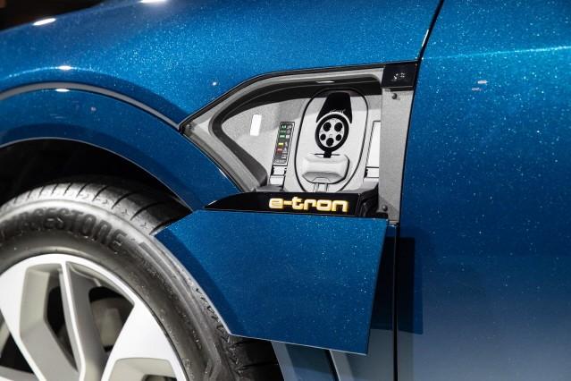 아우디, 브랜드 최초 순수 전기차 'e-트론 55 콰트로' 출시