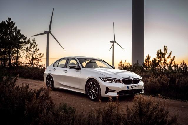 BMW, 플러그 인 하이브리드 세단 '뉴 330e' 출시