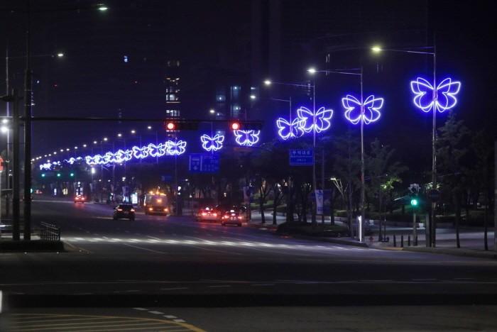서울 강남구 코엑스 동측 광장 계단 앞 나비터널(제공:중소벤처기업부)