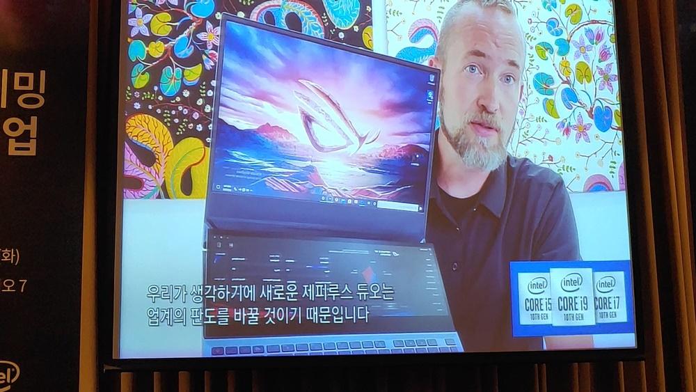 프레드릭 햄버거(Fredrik Hamberger) 인텔 프리미엄 및 게이밍 노트북 부문 총괄 이사가 인텔과 에이수스와 협업으로 탄생한 '제피러스 듀오'의 강점을 소개하고 있다.