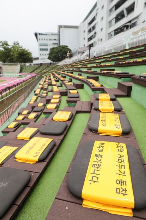 한국마사회가 오는 24일부터 부분 고객 입장을 시작한다.