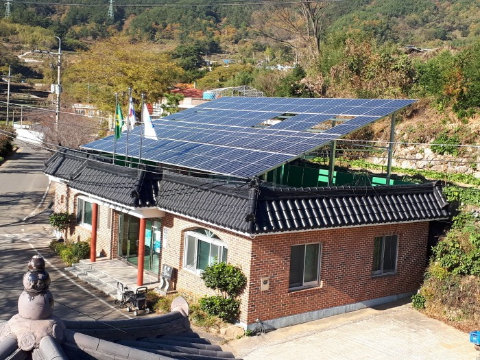 남해 동남치마을의 마을공통체 태양광발전소 모습(제공:경상남도)