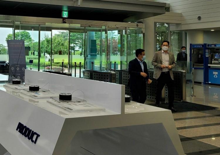 30일 삼성전자 온양사업장을 찾은 이재용 부회장