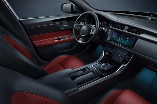 재규어 XF, 가솔린 모델 추가로 라인업 확장
