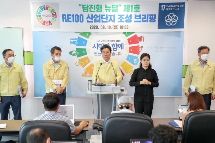 김홍장 당진시장이 RE100 산업단지 조성과 관련 기자 브리핑을 하고 있다(제공:News1)