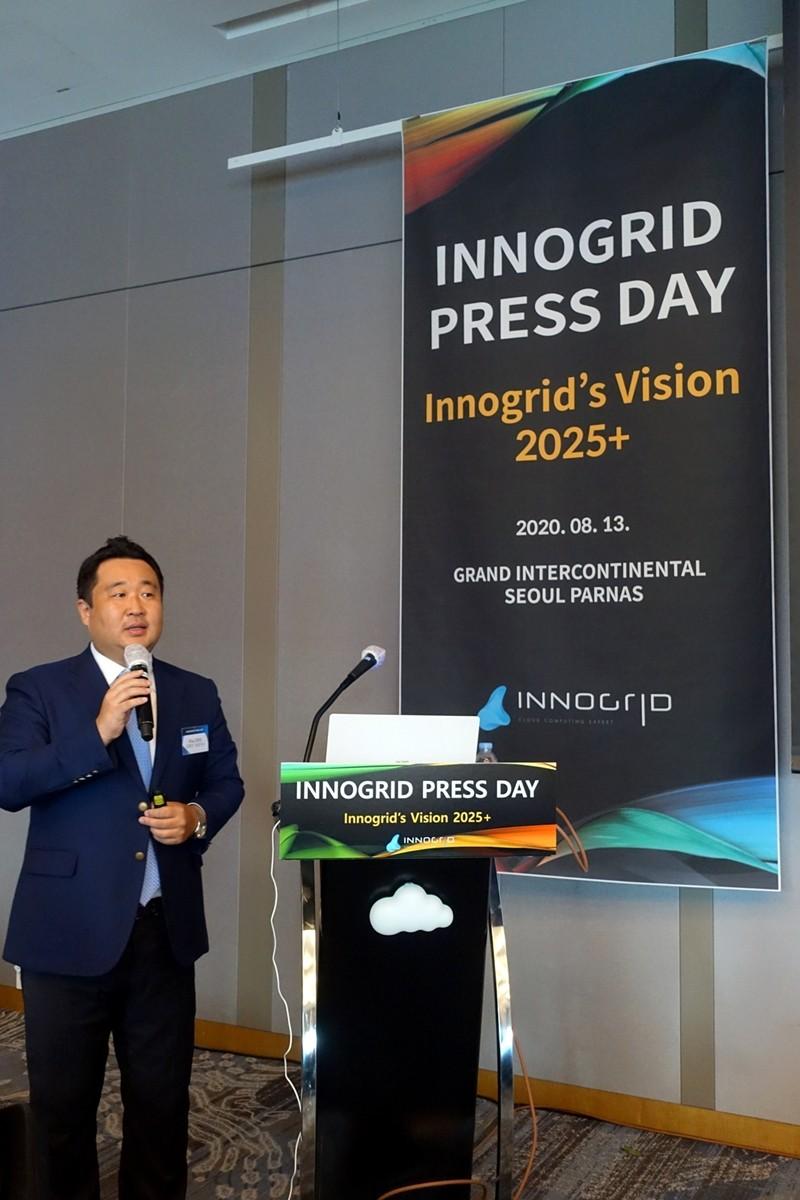 '이노그리드  비전 2025'를 발표하고 있는 김명진 이노그리드 대표이사.