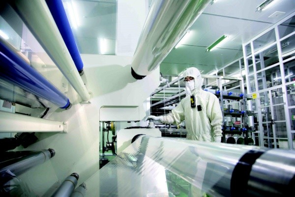 Samsung SDI's polarizing film production line (Source: Samsung SDI)