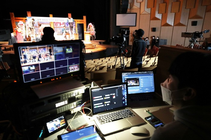 코로나19로 인해 공연이 온라인으로 생중계 되고 있다(제공:News1)