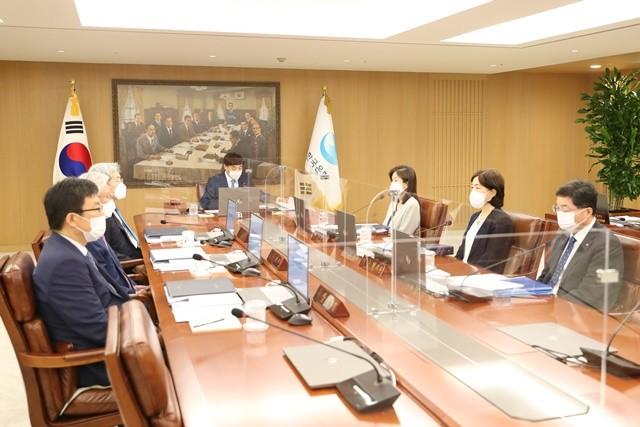 이주열 총재 주재 8월 금융통화위원회 사진 = 한국은행 제공