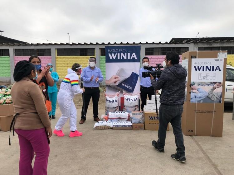 페루 저소득층에게 위니아가 마련한 냉장고와 마스크 4000장 및 식료품이 전달되고 있다. [사진=위니아대우]