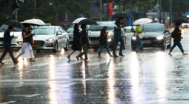 8월 취업자 수가 코로나19 및 장마 여파로 27만4000명 감소했다. 사진 = 뉴스1