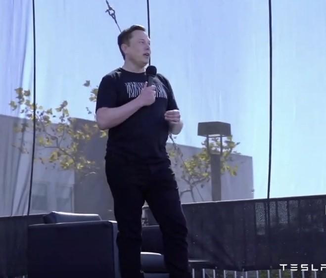 배터리 데이 행사를 진행하고 있는 일론 머스크 테슬라 CEO 사진 = 테슬라 유튜브 캡쳐
