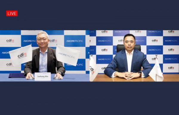 전략적 비즈니스 파트너십 체결식에 안세홍 아모레퍼시픽 사장(왼쪽)과 찰스 첸 CDFG 회장이 온라인으로 참여하고 있다.