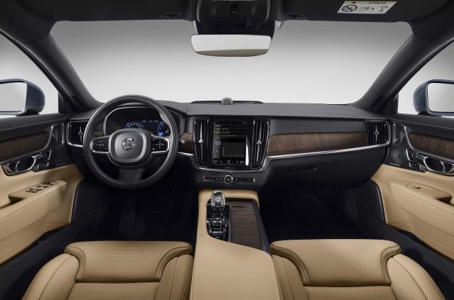 볼보 S90, 벤츠 E클래스 저격수로 '급부상'