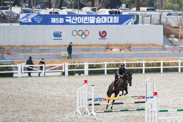 재단장 마친 88 올림픽 승마장에서 대회를 준비하는 승마선수. 사진제공=한국마사회