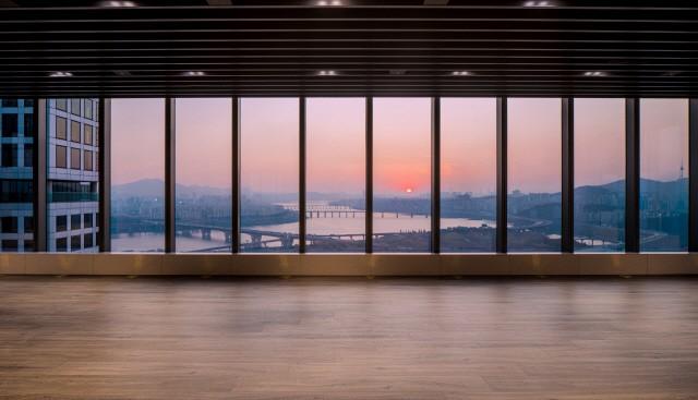 아크로 서울포레스트 29층 클라우드 클럽(커뮤니티시설)에서 내려다 본 서울숲과 한강 조망